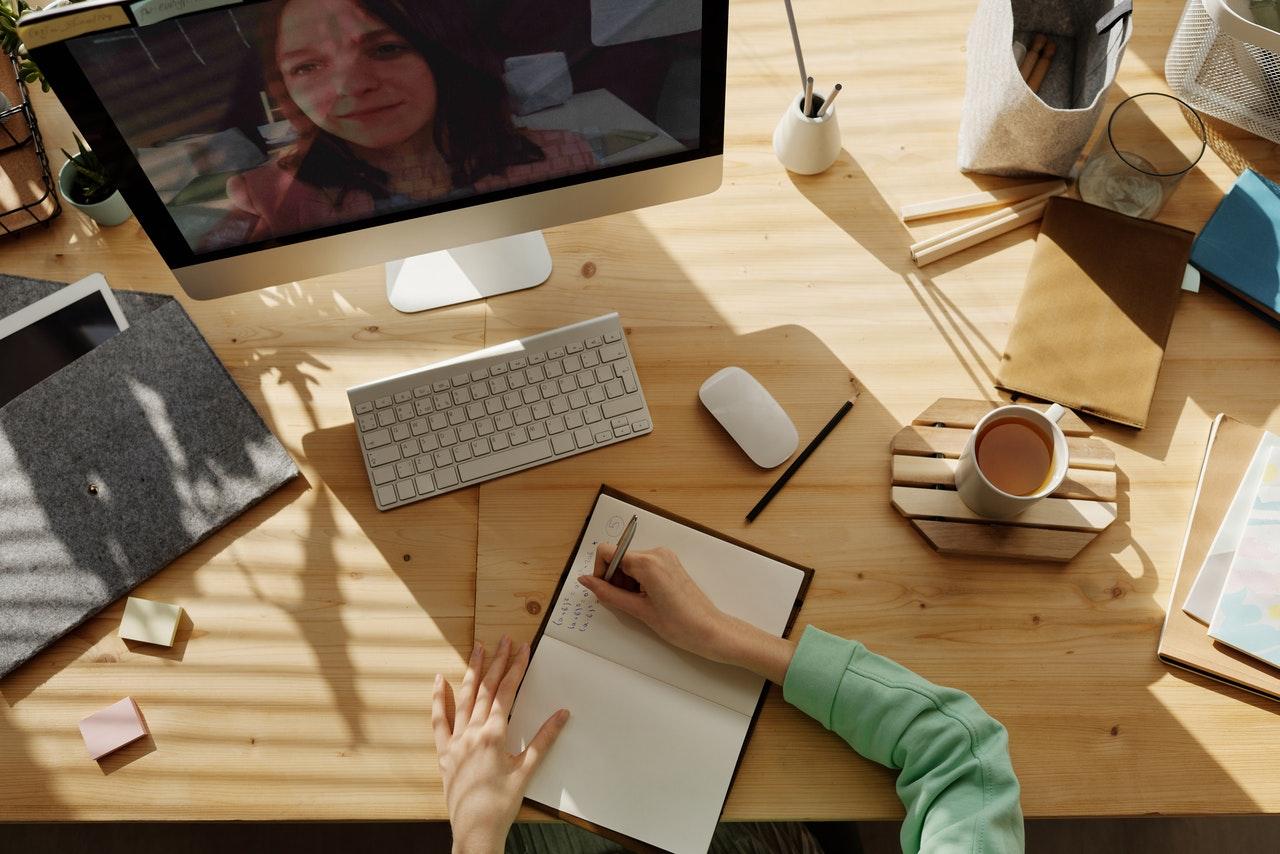 7 cursos online para melhorar suas finanças (Foto de Julia M Cameron no Pexels)