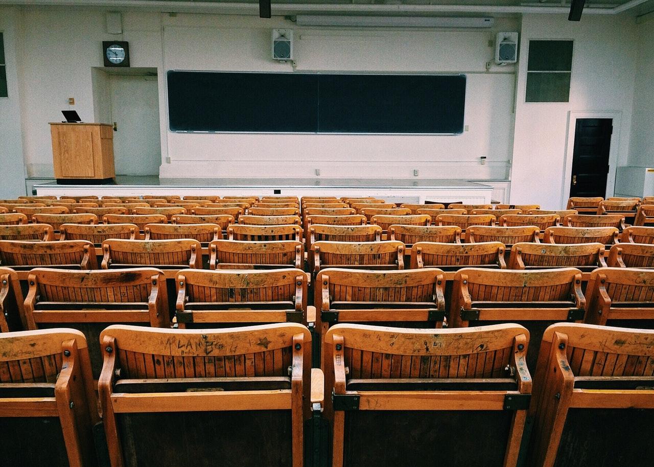 Dicas práticas para economizar na volta às aulas